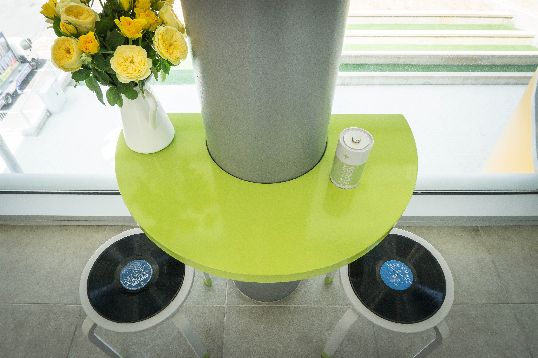 סיגל סיוון ידוב -עיצוב שרפרפים עם מושב תקליט