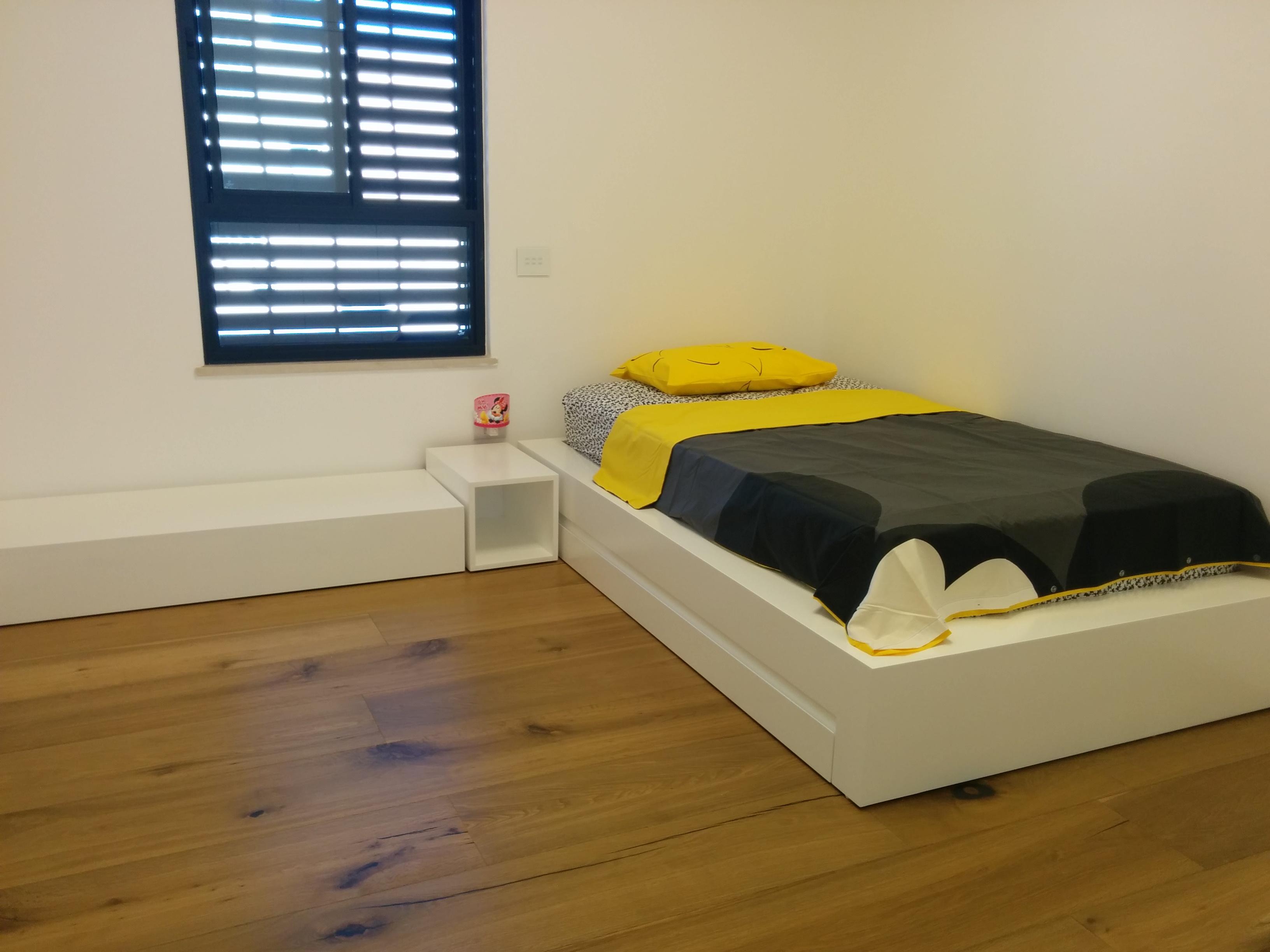 עיצוב מיטה וספסל חדר ילדים