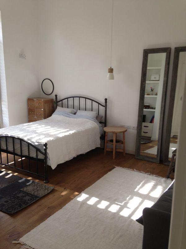 מיטת ברזל חדר שינה נערה