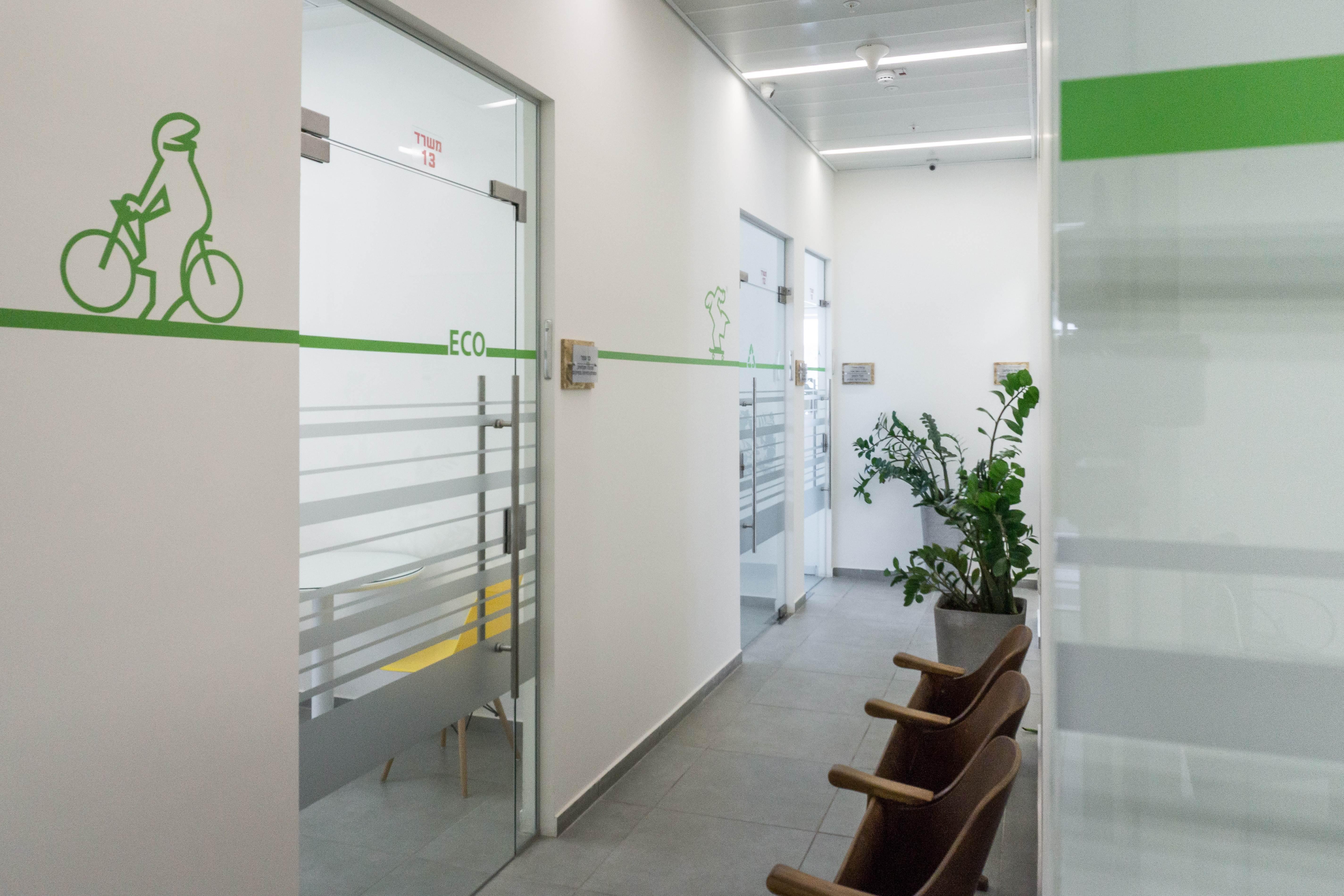 עיצוב גרפיקה במסדרון משרדים סיגל סיוון ידוב