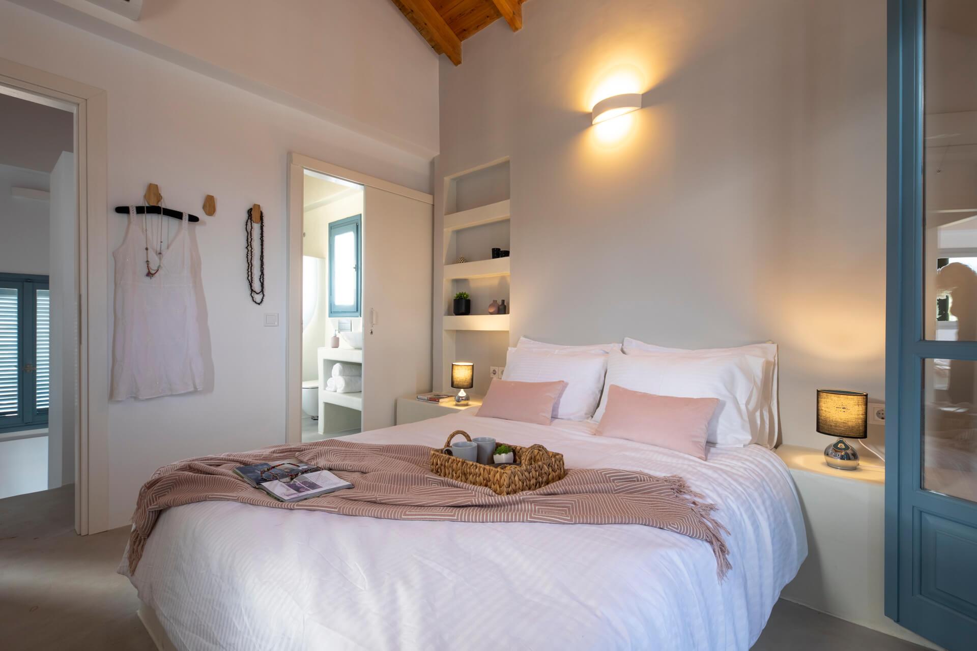 עיצוב חדר שינה בורוד ואפור