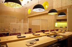 日式明亮的用餐空間