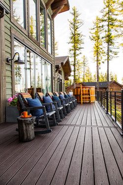 dh2019_deck-03-trex-decking-and-chairs-M