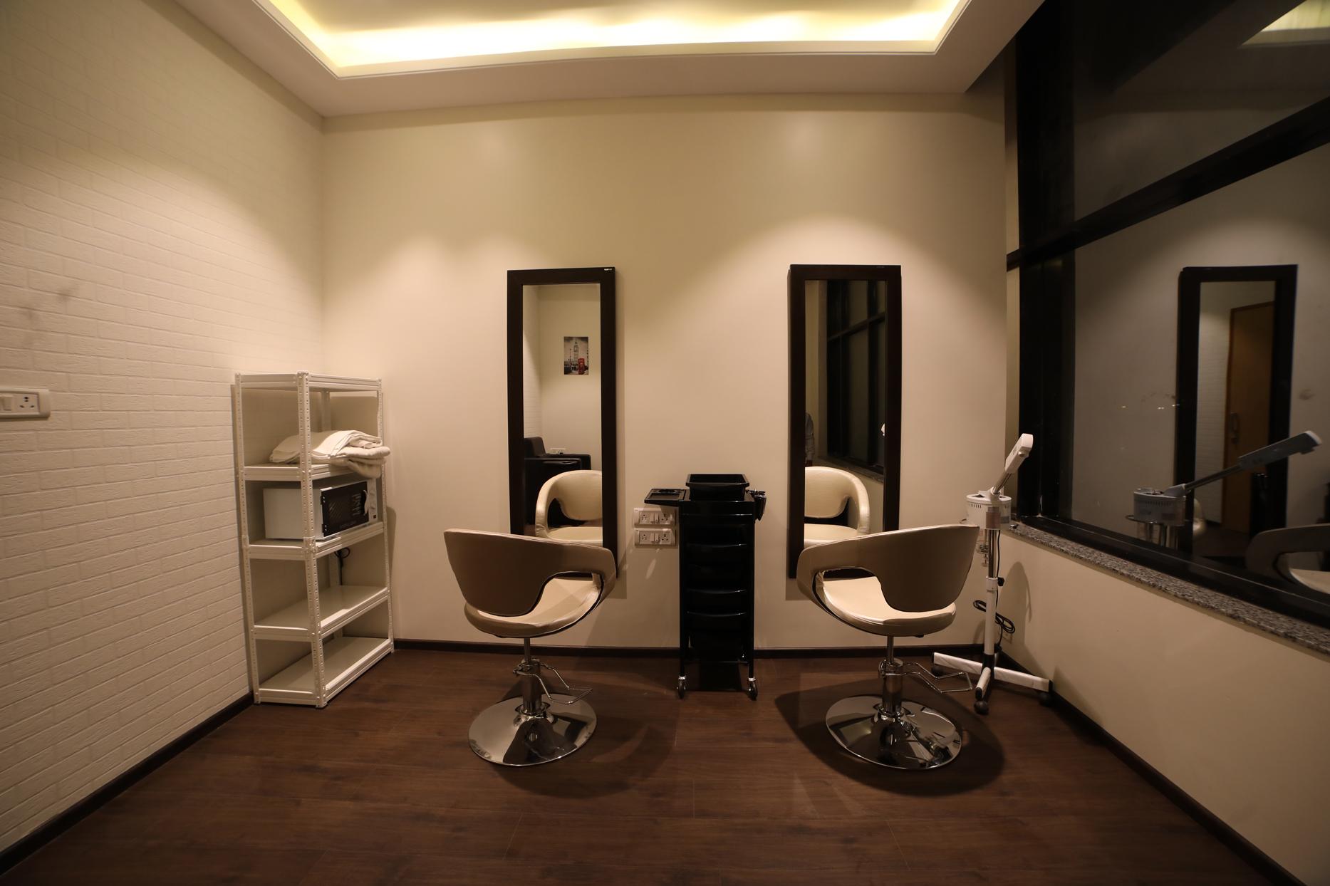 Club Lafair Salon