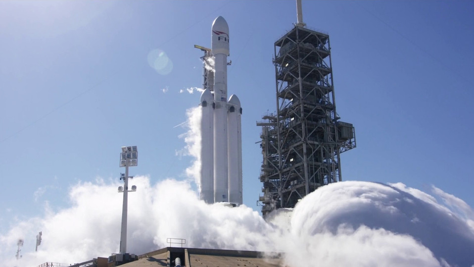Falcon Heavy fires up its 27 engines for the first time ever!