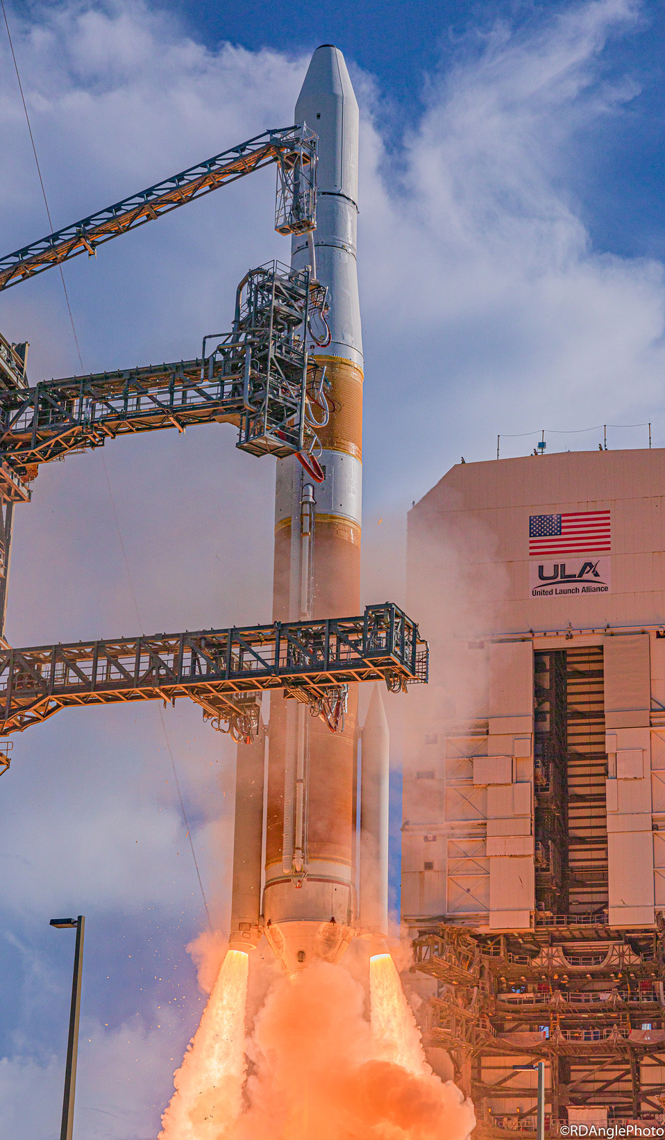 ULA successfully launches their Delta Medium rocket for the last time