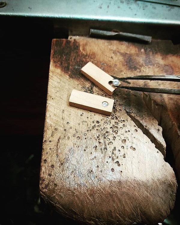 L'ajustage et l'incrustation des pierres
