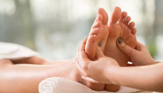 reflexologia-podal-massagem-nos-pes-bene