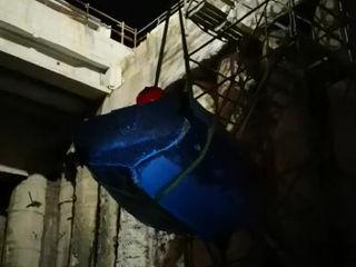 Naples, a boat in Plebiscito Square: a film in the underground