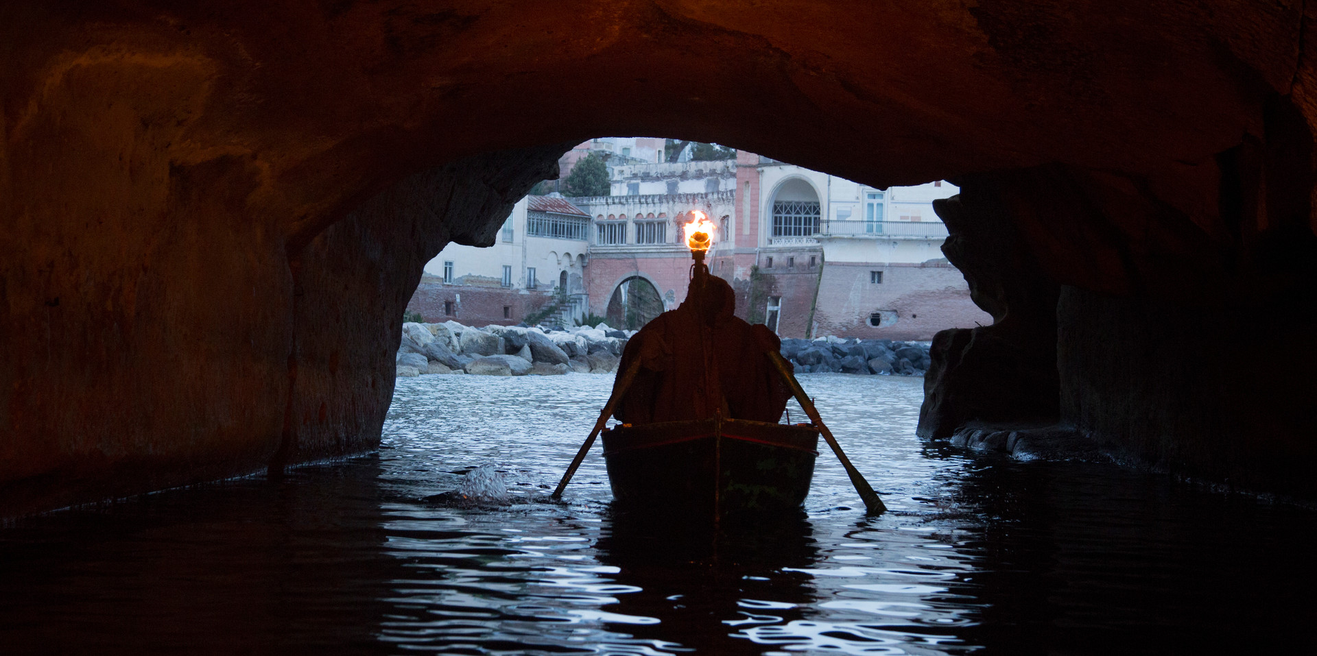 Posillipo - Entering the undergrounds