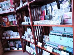 いろいろな美容に関する商品を置いています