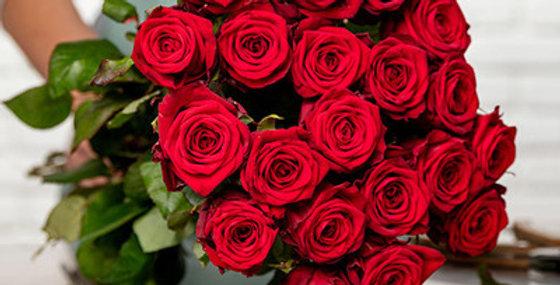 Un magnifique Bouquet de roses rouges + sa verdure