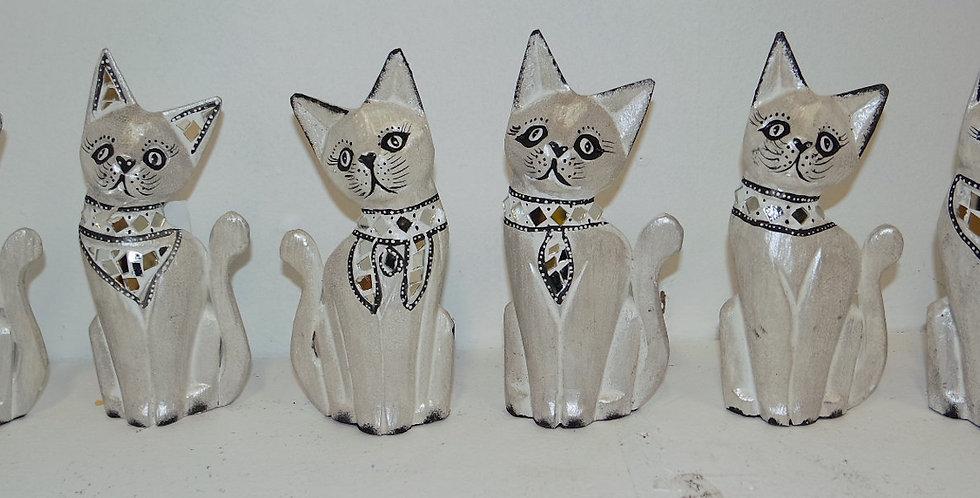 Chats assortis blanc nacré