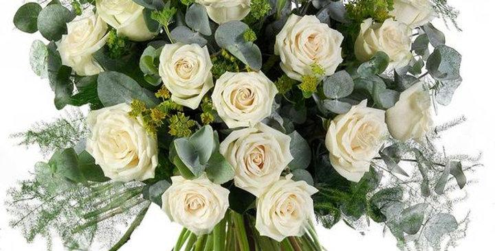 Un magnifique Bouquet de 20 roses blanches + verdure +-60/70cm