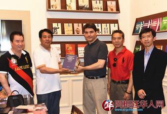 Donación de 1000 libros 图书捐赠仪式