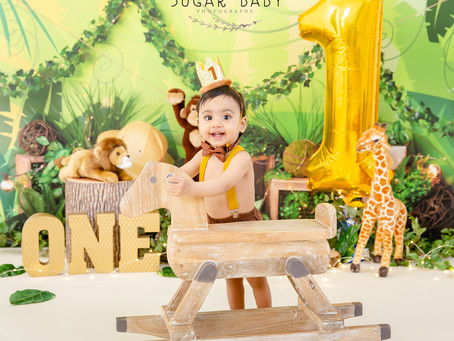 A Baby in the Jungle Smash the First Cake