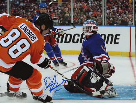 Eric Lindros Flyers autographed 2011 Winter Classic Alumni Game 8x10
