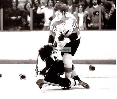 """ANDRE """"MOOSE"""" DUPONT FLYERS BROAD ST BULLIES BW FIGHT PHOTO"""