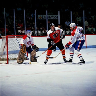 Tim Kerr Philadelphia Flyers 8x10 vs Montreal Canadians Larry Robinson #1