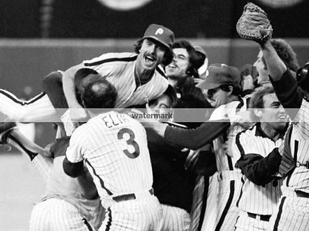 MIKE SCHMIDT 1980 PHILLIES WORLD SERIES VICTORY LEAP PHOTO