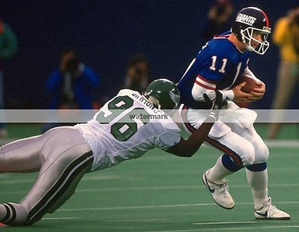 CLYDE SIMMONS EAGLES SACKING PHIL SIMMS PHOTO