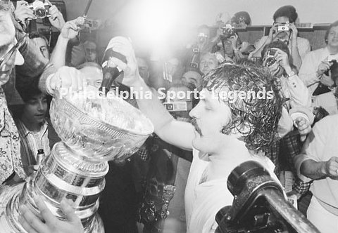 Bernie Parent Philadelphia Flyers drinking from the Stanley Cup 8x10