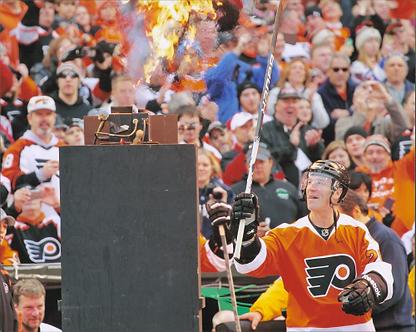 Dave Poulin Philadelphia Flyers Winter Classic Torch 8x10 photo