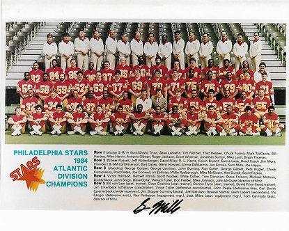 SAM MILLS (DEC) SIGNED 1984 PHILADELPHIA STARS 8X10 TEAM PHOTO SAINTS