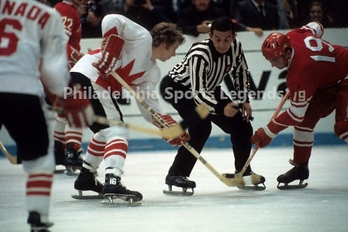 Bobby Clarke Flyers Canada Cup vs USSR War on Ice action 8x10 #5