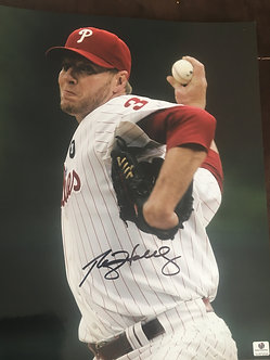 ROY HALLADAY PHILLIES SIGNED 11X14 GLOBAL CERT