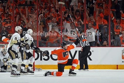 Matt Read Philadelphia Flyers Playoff Goal vs Penguins 8x10 photo #1