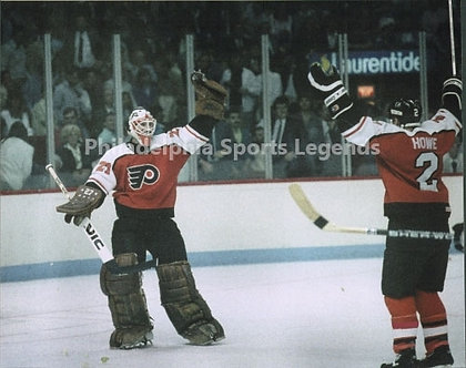 Ron Hextall Mark Howe Philadelphia Flyers victory celebration 8x10 over Montreal