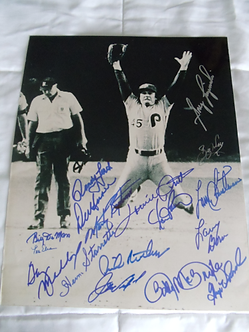 Tug McGraw B&W 1980 Phillies World Series 11x14 signed by 16 members