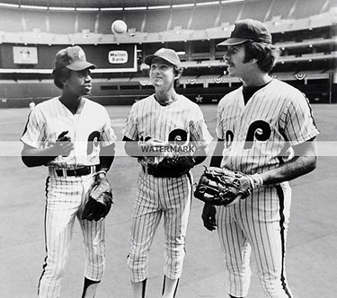 MIKE SCHMIDT DAVE CASH LARRY BOWA PHILLIES 76 INFIELD PHOTO