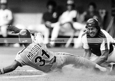 GARRY MADDOX 1980 PHILLIES ACTION PHOTO WITH GARY CARTER EXPOS