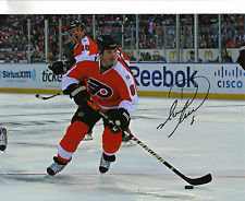 MARK RECCHI AUTOGRAPHED PHILADELPHIA FLYERS WINTER CLASSIC 8X10 SKATING