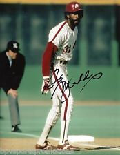 GARRY MADDOX 1980 PHILADELPHIA PHILLIES AUTOGRAPHED 8X10 STEALING