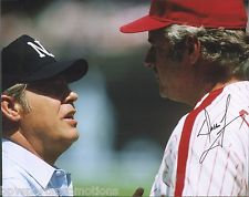 DALLAS GREEN SIGNED 1980 PHILADELPHIA PHILLIES 8X10 ARGUING WITH UMPIRE