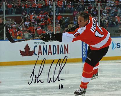 John LeClair signed Philadelphia Flyers 2011 Winter Classic Alumni warm up 8x10