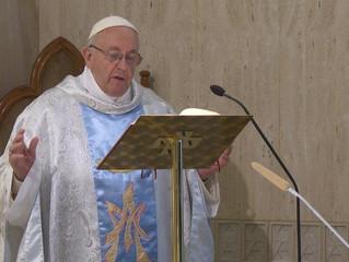 No dia de Maria, Mãe da Igreja, papa Francisco diz: a Igreja é mulher e mãe, como Maria