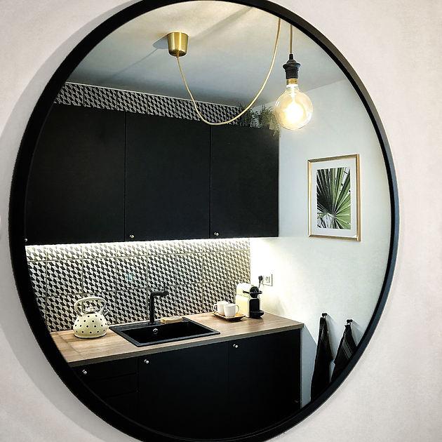 Airbnb_z_mirrors (3).JPG