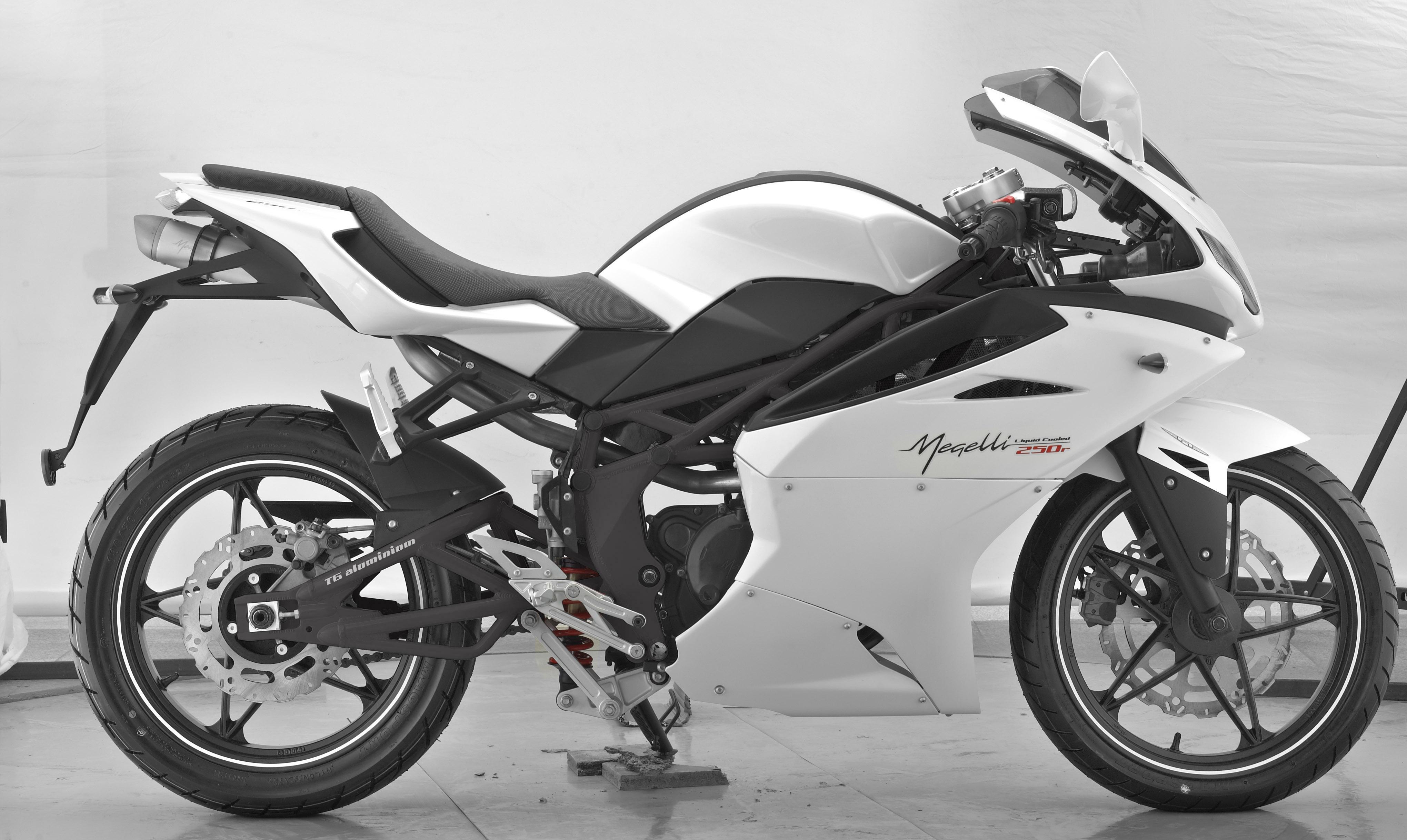 Megelli Sport R- White