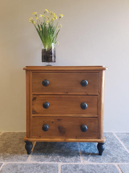 Pine chest of drawers, Frenchic Loof knobs sealed with Frenchic Browning Wax