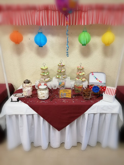 Candy Bar - sweet table.jpg