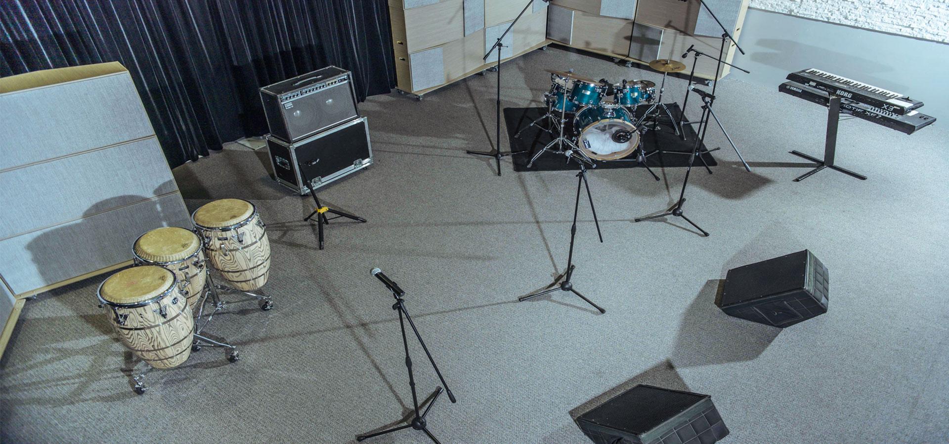 Live-Room-Set-DCPG