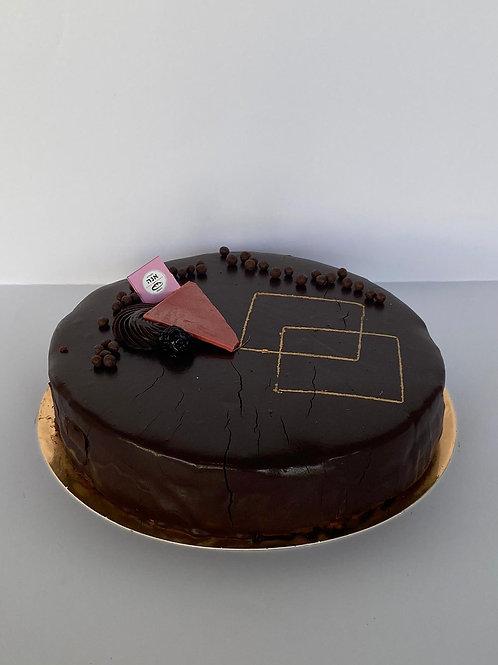 היער השחור   קוטר 24 . מוס שוקולד , קרם וניל עם דובדבני אמרנה