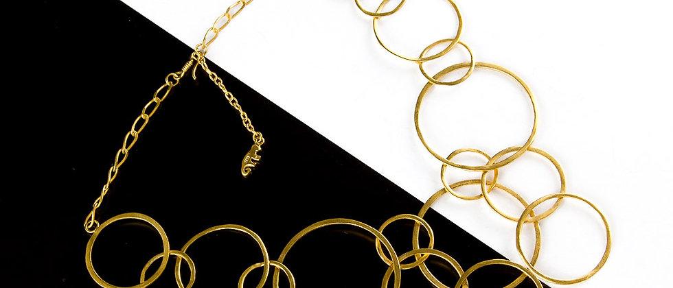 Collar dorado argollas diferentes tamaños