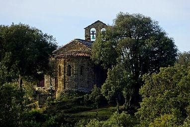 Desbrint ermites romàniques a Osona