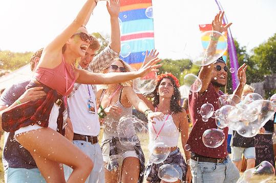 Freunde Tanzen in Bubbles