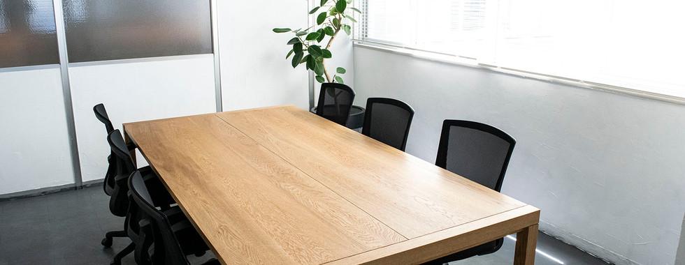 松山ミーチングポイント会議室.jpg